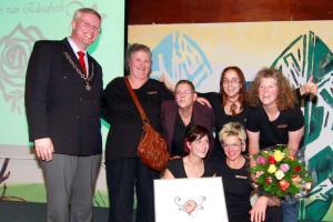 uitreiking van de Roos vanElisabeth Theatergroep Zorgbehang kl